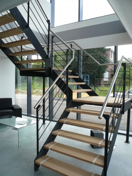 Trappen in metaal of inox bouwsmederij no l for Hout voor traptreden