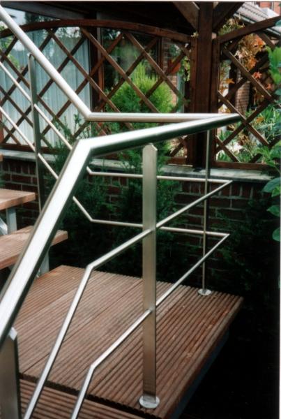 Moderne leuningen in metaal of inox bouwsmederij no l - Moderne buitentrap ...