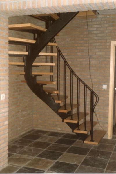 Metalen trap trappen bouwsmederij noel bvba - Trap ontwerpen ...