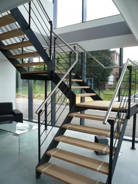 Metalen trap trappen bouwsmederij noel bvba - Metalen trap design hout ...