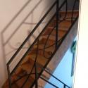 Gesmede buisleuning met krullen, naar ontwerp van de klant.