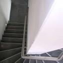 RVS muurgreep aan binnenzijde van de trap.