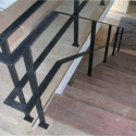 Strakke trapleuning met platte latten en één verdeling.