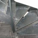 Trap met metalen, verdreven traptreden.